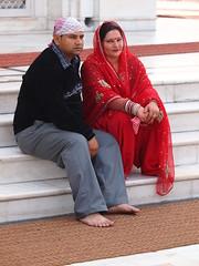 Delhi - Pair (sharko333) Tags: voyage travel portrait people woman india man temple asia asien delhi pair olympus asie sikh indien reise e5 guruwara