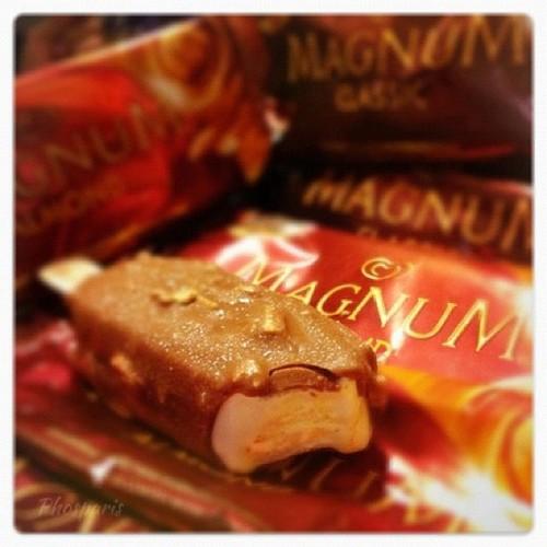  คิดจะพัก...คิดถึง..??  #Something sweet <3 #magnum #iphoneography