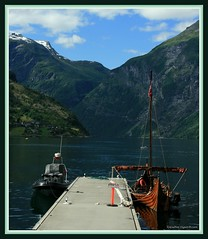 Geirangerfjord (Gudni Sig) Tags: ocean sea norway canon geotagged boats boat sjr geiranger btur fjll fjall 400d