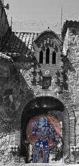 untitled #23 (Dabhaidh Harris) Tags: barcelona blackandwhite white david black color colour dave photography graffiti blackwhite loudspeaker astronaut squat speaker barbedwire spaceman harris fotografia barbwire elcarmel squatters okupa altavoz okupas loudhailer altoparlante alambredepúas dabhaidh daveharris75hotmailcom daveharris75gmailcom