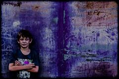 La Porte Rouillée (PaxaMik) Tags: portrait kid contraste enfant rouille