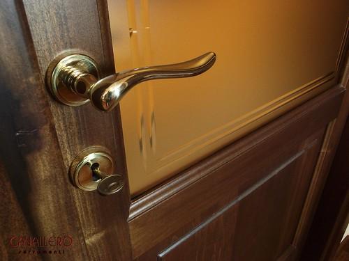 Maniglia in stile per una porta interna