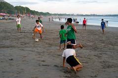 (kuuan) Tags: ltm bali beach kids canon 50mm soccer vietnam mf f18 saigon manualfocus kuta f1850mm m39 canonltmf1850mm f1850mmmf