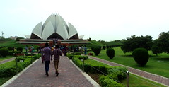 Baha'i House of Worship a.k.a. Lotus Temple @ New Delhi (nlkjasdf) Tags: new city people urban india house flower building men nature architecture modern garden walking landscape temple worship asia lotus shaped delhi indian south faith capital tourists manmade universal bahai visitors metropolitan newdelhi southasia