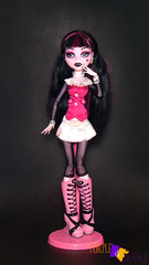 Draculaura Basic (PurpleandOrangeMH) Tags: draculaura monster high doll mueca punta arenas chile orange purple basic 2 draculocker sweet screms skull shores gloom beach diener music festival