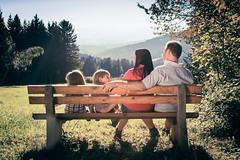 Familie auf der Parkbank (pk210) Tags: familie kinder menschen wandern spaziergang parkbank photoshooting ausruhen