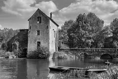 Moulin de Chalou sur le Loir (Maine et Loire) (Jacq-R) Tags: fleuvesrivires concret chalou construction francergions industrieagriculture loirrivire loirefleuve maineetloirdpartement paysdeloiretouraine paysdumonde moulinaubes