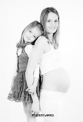 Artstudio23_1148zw (Dutch Design Photography) Tags: baby photography photo shoot photoshoot daughter mother pregnant maternity breda wit moeder dochter buik zwanger mery fotostudio artstudio23 melanierijkers