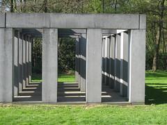 Charles Vandenhove - zuilenpaviljoen  - 1984-1992 (Eddy VDB) Tags: art belgium belgian antwerp antwerpen belgiê kunstwerk belgisch middelheimmuseum 19841992 charlesvandenhove zuilenpaviljoen