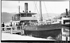 SS ERRINGHI in Brooklyn NSW with people boarding, 1912-1951 (Australian National Maritime Museum on The Commons) Tags: phoenix brooklyn boats island boat oldphotographs ebenezer hawkesbury hawkesburyriver vintagephotographs dangar samueljhoodcollection sserringhi hawkesburysteamnavigationcompany porterringhi ebenezernsw