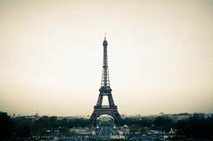 Torre Eiffel (digital_slice) Tags: paris france tower canon vintage 350d 50mm torre toren 4 kitlens eiffel april frankrijk parijs lightroom 2011