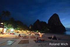 Raileh West (Rolandito.) Tags: blue light mountain mountains west tower beach rock azul thailand lights twilight rocks asia candles candle dusk south towers tourists east hour hora limestone dämmerung southeast karst krabi nightfall heure bleue thailande raileh blaue stunde lheure