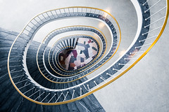 6 Stunden Berlin | Hoechst-Haus (Philipp Gtze) Tags: berlin architecture germany spiral stair capital steps stairway treppe staircase 1950s architektur swirl 50s stufen jahre treppenhaus gelnder 50er wendeltreppe paulschwebes hoechsthaus