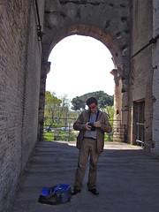 Colosseum Lens Changing (gtsimis) Tags: people rome lens colosseum