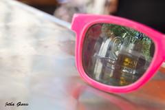 Reflejos (Jotha Garcia) Tags: pink reflection beer sunglasses table spring crystal cerveza may rosa toledo reflejo jug mayo gafas cristal mesa jarra castillalamancha 2016 nikond3200 primavea jothagarcia