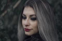 IMG_4058 (gabi rodrigues.) Tags: red portrait people woman black eye nature girl canon hair 50mm retrato natureza gray makeup lips
