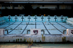 Pool without water (Yuta Ohashi LTX) Tags: pool nikon cross f14 voigtlander fixed 58mm nokton  focal d90  primelens