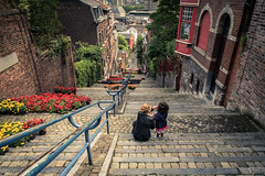 Mre et fille (Mother and Child) (Gilderic Photography) Tags: street city flowers girl stairs fleurs canon belgium belgique belgie mother liege belge g7x gilderic