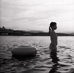 (Ah - Wei) Tags: sea bw 120 6x6 film child hc110 medium expired pentaconsixtl carlzeissjenaddr luckyshd