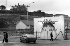 FREE DERRY WALL PAINTING 1970S NORTHERN IRELAND (Homer Sykes) Tags: uk ireland graffiti political londonderry 70s northernireland 1970s 1979 wallpainting derry thetroubles youarenowenteringfreederry archivestock myref193870