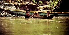 On the river (Cyrielle Beaubois) Tags: parque people smile america canon eos juin kid child mark indian central sigma ii 5d panama enfant nacional 2012 55200mm chagres indigène emberá canoneos5dmarkii cyriellebeaubois