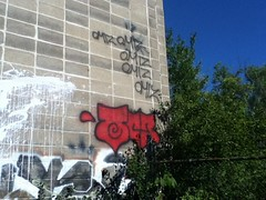 Omiz throw up. (Back Against The Wall) Tags: city art make up ink print poster toy graffiti town sticker paint flickr king artist hand o character fat paste tag caps down pic cap killer marker labels prints spraypaint monsters slap usps thin drawn piece bomb update tagging trade install mop bombing stay mops packs blanks throwy dord