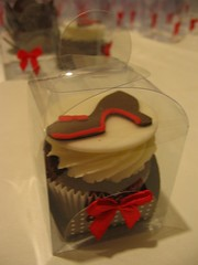 Louboutin (Confetti & Cupcakes) Tags: cake bar spider cupcakes high mini confetti evento beb bolo casamento convite festa aniversrio ch aranha marmita drika homen monter personalizados novaes gostosos decorados