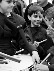 13.- Venres Santo. Son nenos... (carlosdeteis.foto) Tags: galicia galiza cangas morrazo carlosdeteis