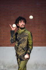 Malabarista (Juan Ig. Llana) Tags: teatro circo manos bolas bilbao zb pelotas malabarista leioa malabarismo espectculo actuacin umoreazoka2016