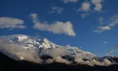 Juste avant le coucher de soleil sur le Mont Blanc Just before sunset (CHAM BT) Tags: light mountain snow france montagne evening bright glacier lumiere summit neige breeze nuage soir chamonix clair montblanc hautesavoie sommet bise