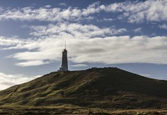 Un plus grand phare...celui de Reykjanesta. (a bigger lighthouse) (Larch) Tags: sky cloud lighthouse iceland ciel nuage phare islande reykjanesta reykjavikpeninsula péninsuledereykjavik