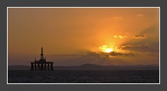 Yes! The Sun is Still There _7114 (gentoo2) Tags: sunset sea forth oilrig