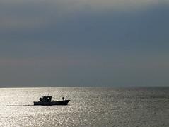 Calma total (alvaro31416) Tags: sunset mar barco calma