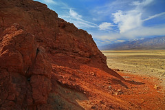 Something beyond (Robyn Hooz) Tags: death valley valle morte california deserto cielo nuvole mondo infinito orizzonte