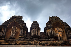 Faceless Gods (Premnath Thirumalaisamy) Tags: ruins temple bhoga nandeshwara nandi nandhi nandhihills bangalore karnataka canon eos 550d 1855mm headless statue