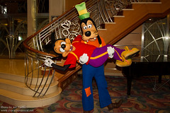 DCL Feb 2012 - Meeting Goofy and Max