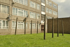 Ladderswood Estate, New Southgate, London (J@ck!) Tags: london condemned brutalist councilestate satellitedishes washingline lowrise socialhousing n11 newsouthgate londonboroughofenfield ladderswoodestate
