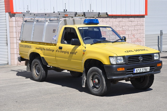 blue rescue lights 4x4 civil toyota 1997 service flashing emergency wexford defence unit hilux lightbar hru 97d27961