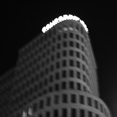 (sylvain&1) Tags: bw blur berlin night square nb nuit flou carr