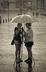 gocce e fantasia (PheCrew) Tags: girls rain sepia umbrella photoshop foto pioggia sampietrini ombrello seppia viadelcorso ragazze soken uggiosa phecrew trppiedi me2youphotographylevel1