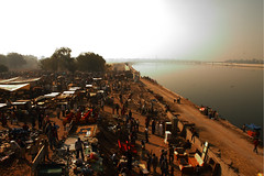 Sunday Flea Market on the banks of Sabarmati,Ahmedabad (Sonali Dalal) Tags: riverfront fleamarket gujarat ahmedabad sabarmati