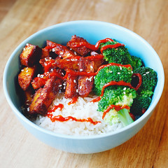 Gochujang tofu (xmartenx) Tags: food vegan healthy rice tofu bowl broccoli korean vegetarian hotsauce veganism healthfood veganfood sriracha ricebowl healthyliving veganpower gochujang