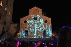 _Luci nuove sul Duomo... (rana63...) Tags: people scale gente lumire bynight tuscany luci piazza duomo sangimignano toscana notte torri citt medioevo giocodiluci cittmedioevale