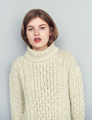 Donegal Aran Teen in sexy turtleneck (Mytwist) Tags: irish classic wool girl fashion female fetish neck grande cozy fisherman natural fuzzy knit craft fair retro teen roll turtleneck aran thick timeless donegal textured sweatergirl anddaughter tneck rollneck rollkragen woolfetish rollerneck