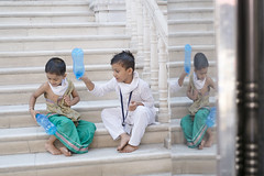 @ Sowcarpet, Parrys (Kals Pics) Tags: sowcarpet parrys chennai india tamilnadu kids boys happy fun play cwc roi chennaiweelendclickers rootsofindia life people tample stairs playtime funtime happiness singarachennai reflection streetlife kalspics