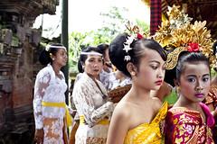 _MG_4888 (ALIVLA) Tags: travel family portrait people bali canon indonesia asia hindu ubud 2012 ceremonia beautifulbali