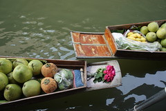DSC00710 (PerkyBeans) Tags: flowers people green fruit river thailand boat market no traditional working floating calm buy float selling cocnut damnoen