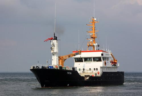 ship vessel schiff tender triton cuxhaven tonnenleger buoylayer imo9123025