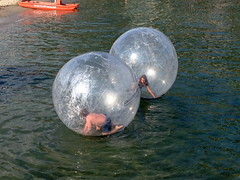 nomadi in a bubble (me, paolo and the seven wonders + two) Tags: sarah lago jonathan svizzera lugano lido bolle