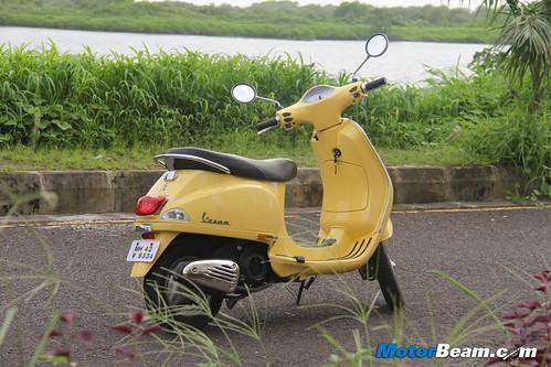 Piaggio-Vespa-LX125-44